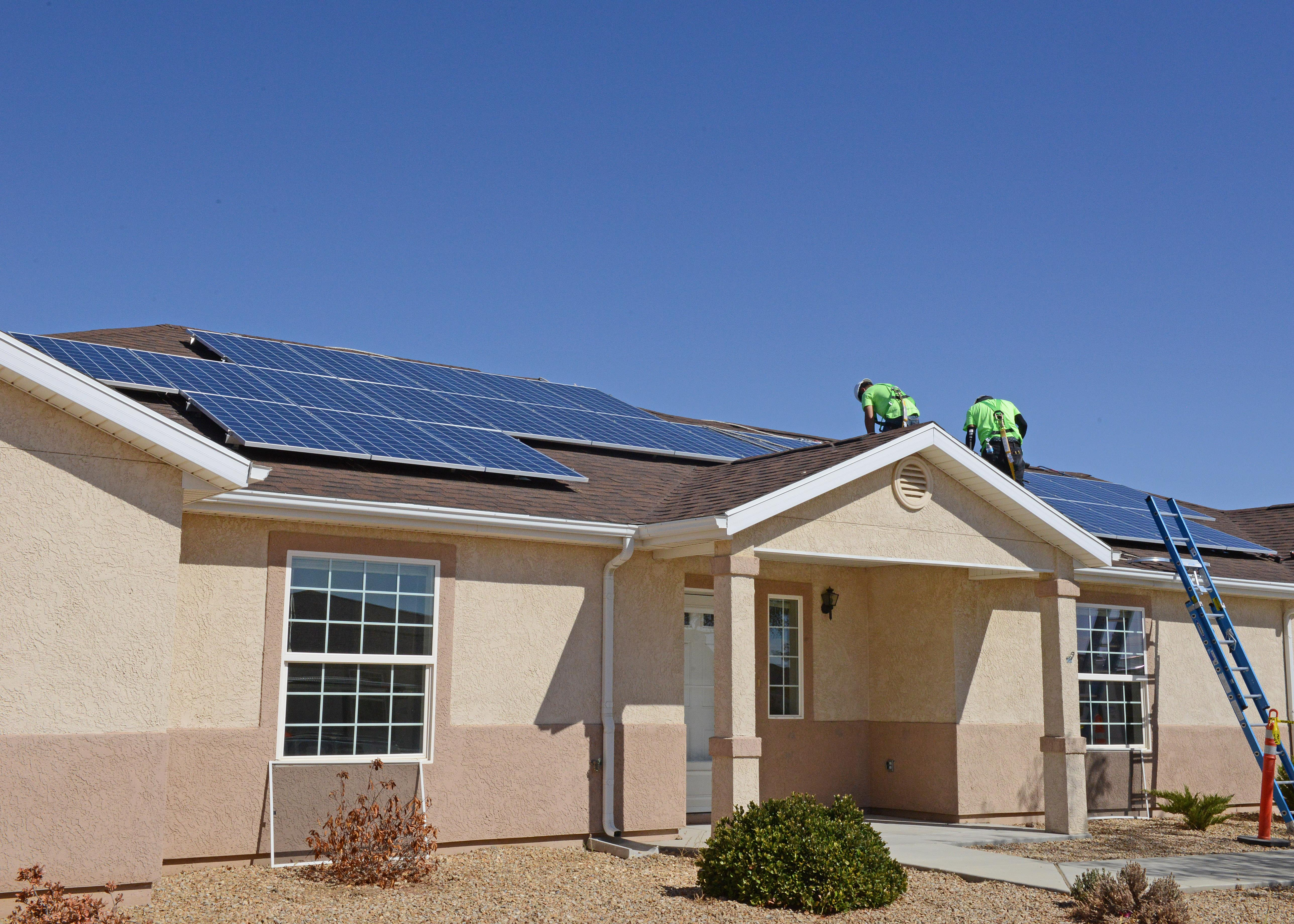 Military Homes On Edwards Air Force Base Get Solar Power